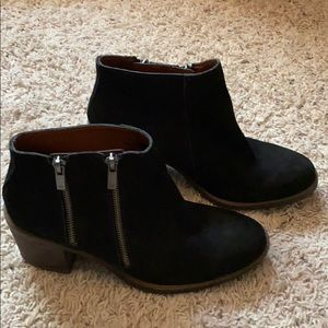 Lucky Brand Woman Suede Ankle Boots/Booties